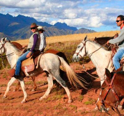 Cabalgata en Sacsayhuaman